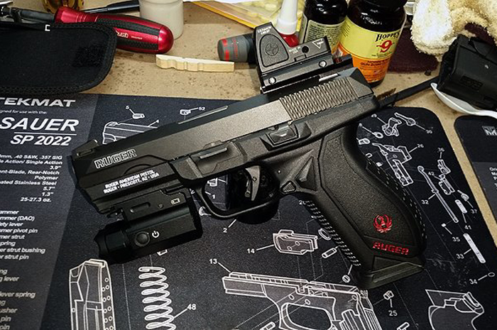 Easiest way to mount a red dot on your handgun - Sight Mount